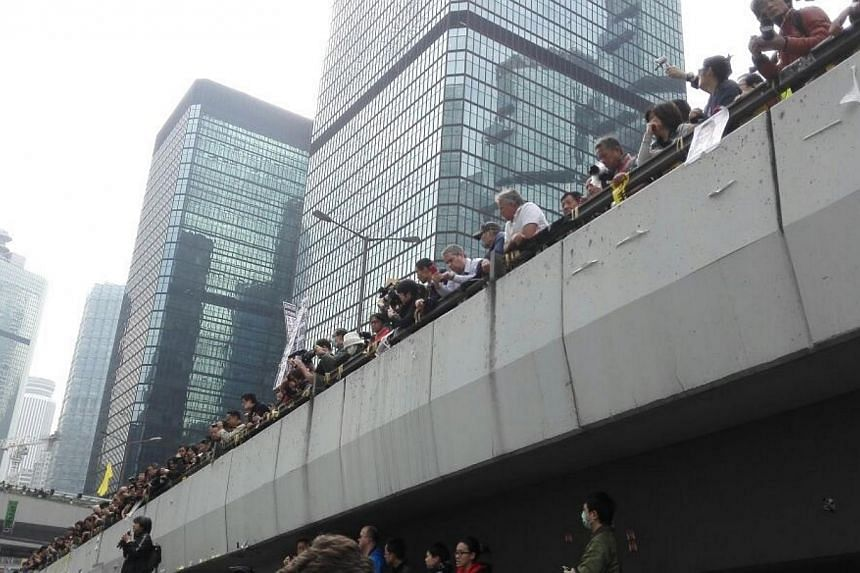 Court bailiffs moved in to Hong Kong's main protest site in Admiralty on Thursday in the first step of a clearance operation to end more than two months of rallies calling for fully democratic elections. -- PHOTO: PEARL LIU