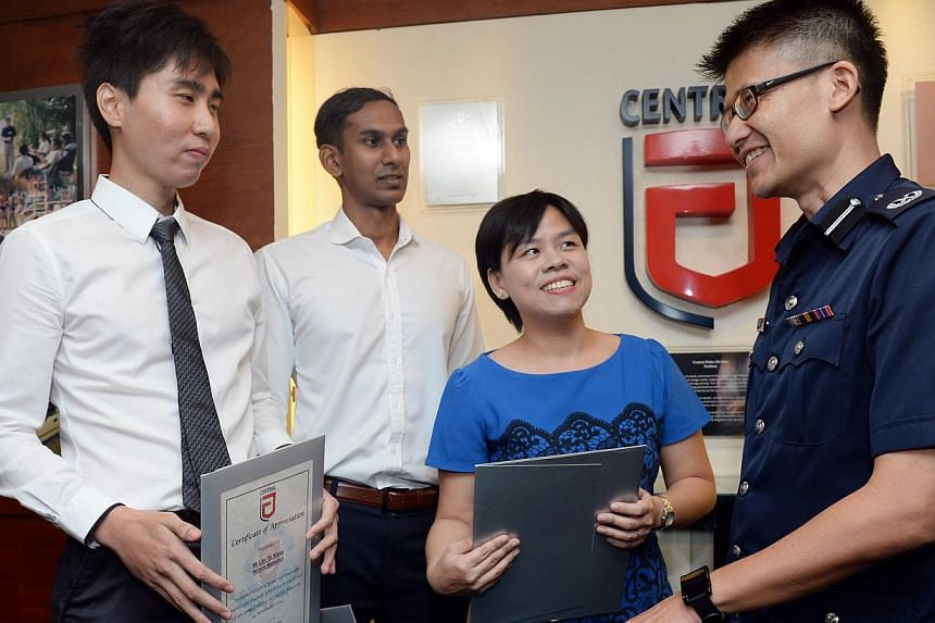 (From left) Wilson Benedict Lim, Mohamed Nazir and Dr Jacqueline Yam chatting with Deputy Assistant Commissioner of Police Daniel Tan after the ceremony on Dec 14, 2014. --  ST PHOTO: AZIZ HUSSIN
