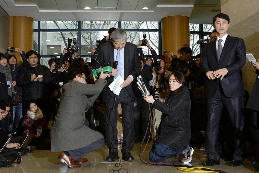 Korean Air chairman Cho Yang Ho bows as he speaks to the media at the company's headquarters in Seoul on Dec 12, 2014. -- PHOTO: REUTERS