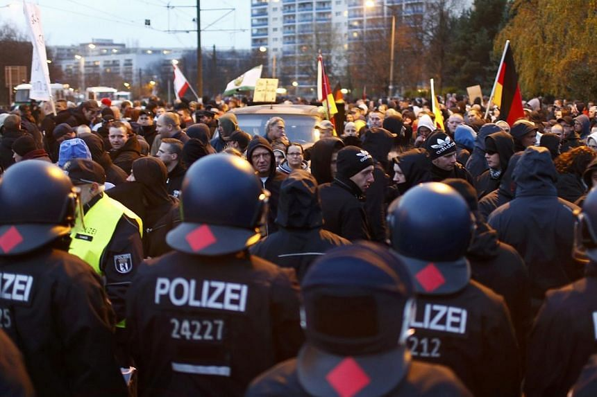 German riot police face far-right protesters during in a demonstration in Berlin on Nov 22, 2014.German police have noted a significant rise in far-right extremism and attacks targeting foreigners, a news report said on Dec 14, amid national de