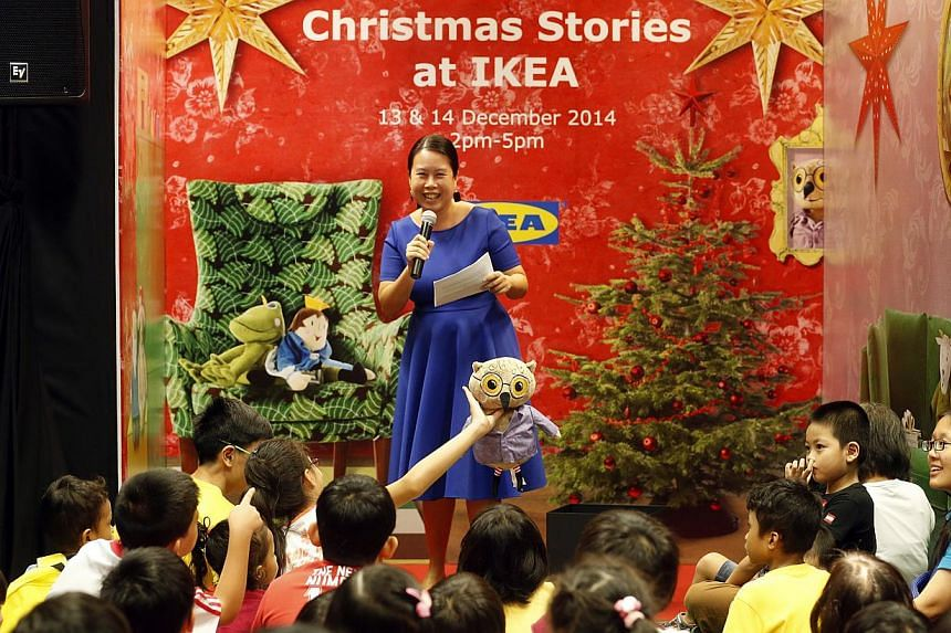Former ST journalist Clara Chow role-playing with Ikea toys and telling stories to children at Ikea Tampines. -- ST PHOTO:CHEW SENG KIM