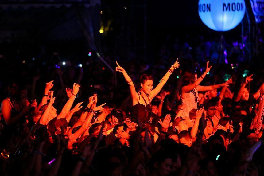Crowd enjoying the music. -- ST PHOTO: ONG WEE JIN