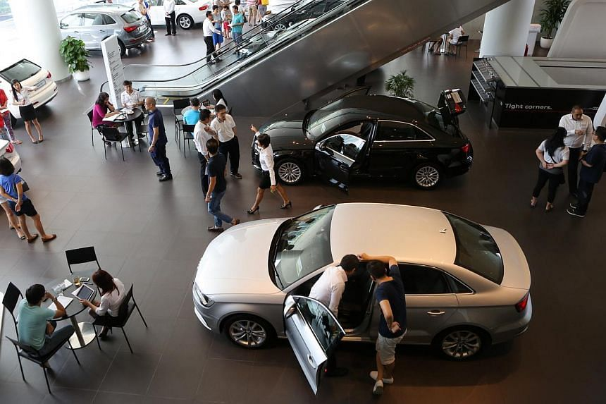 Singapore retail sales, seasonally adjusted, fell 1.3 per cent in October over the previous month on lower sales of cars and other vehicles. -- PHOTO: ST FILE
