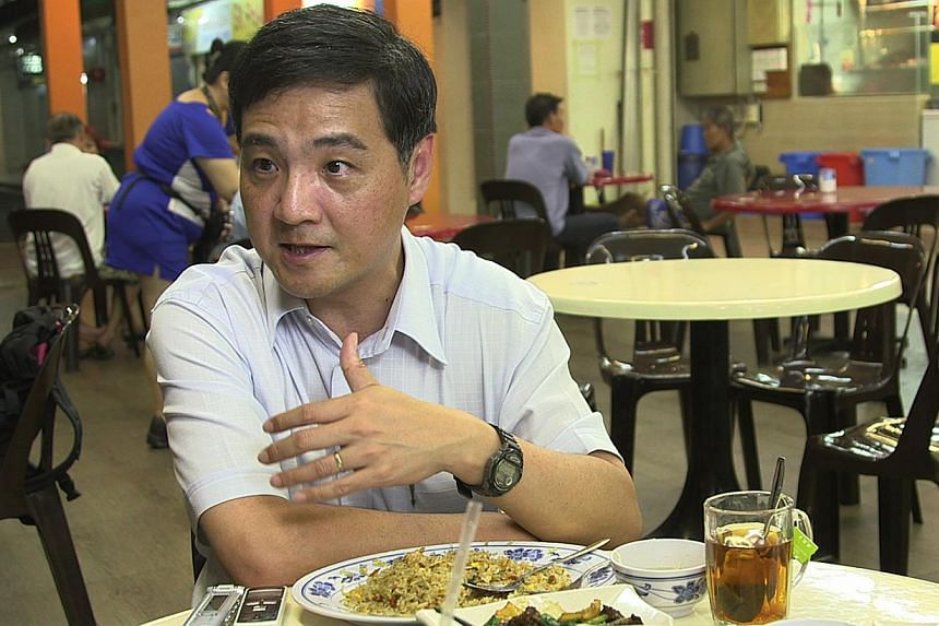 National Trade Union Congress (NTUC) deputy secretary-general Heng Chee How lauded the Manpower Ministry's move to set a deadline for raising the age requirement for re-employing older people in a post on his personal Facebook page. -- PHOTO: ST FILE
