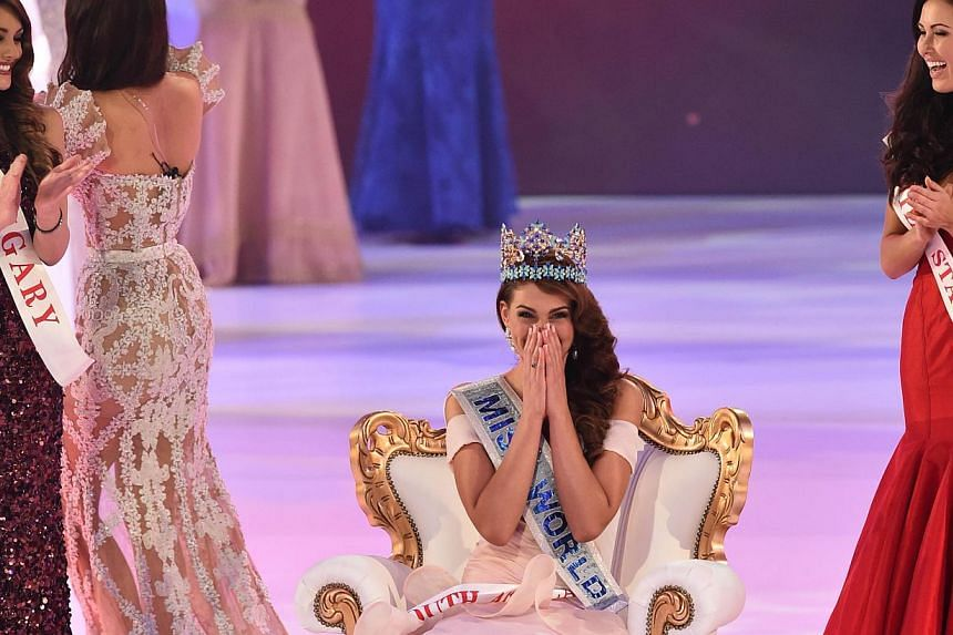 Miss South Africa and the 2014 Miss World, Rolene Strauss (centre), reacts flanked by first runner up Miss Hungary Edina Kulcsar (left) and second runner up Miss United States Elizabeth Safrit (right) during the grand final of the Miss World 2014 pag