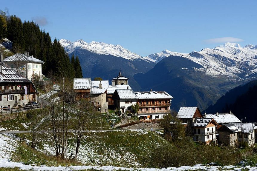 A general view shows the French Alps town of Celliers at an altitude of 1,450m on Oct 23, 2014, following the first snow fall of the season.With a little over a week until Christmas the lack of snow at top European ski resorts has caused a flur