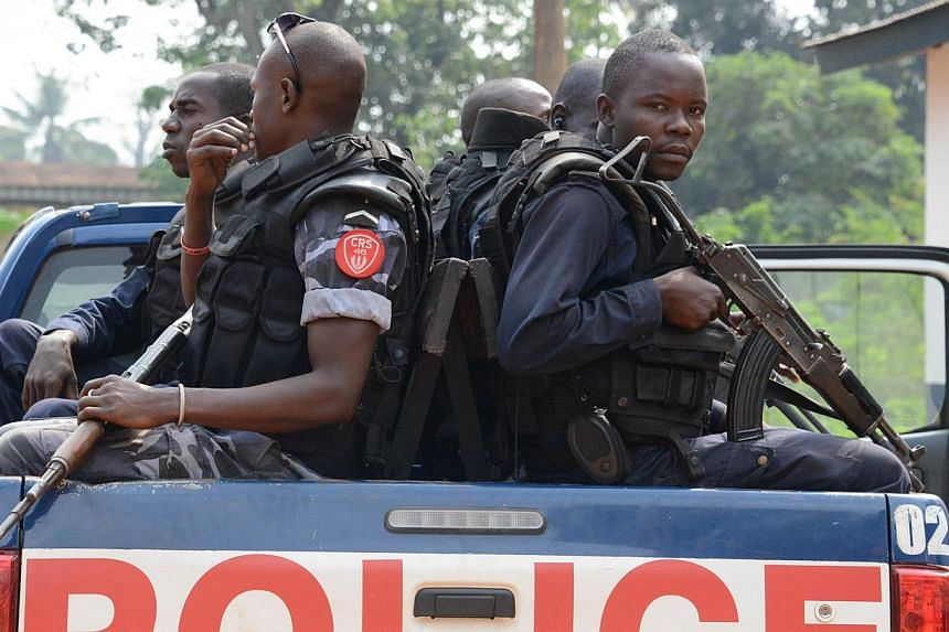 Police officers arrive to patrol in the streets of Bangui on Dec 12, 2014. At least 28 people were killed and dozens were injured in the latest clashes between armed groups in the Central African Republic, police said on Thursday.-- PHOTO: REUT