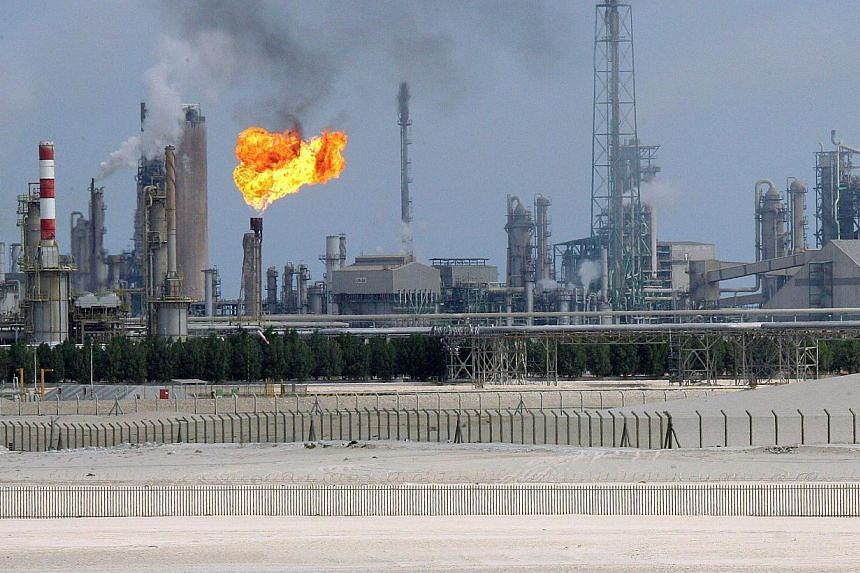 Saudi Arabia, the largest producer in the OPEC oil cartel, cannot reduce its output, the kingdom's oil minister said on Thursday despite plunging prices. -- PHOTO: AFP
