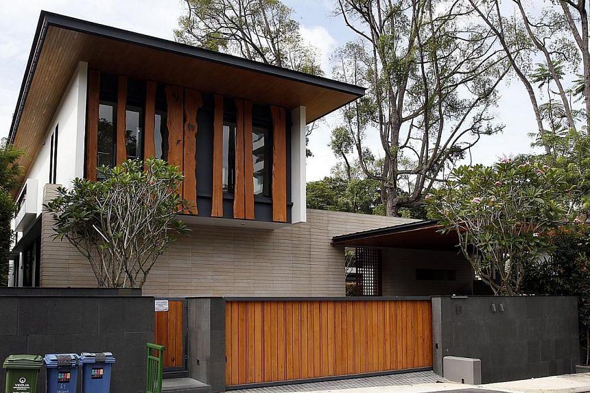 A bungalow at 67 Holland Park. -- ST PHOTO: LAU FOOK KONG