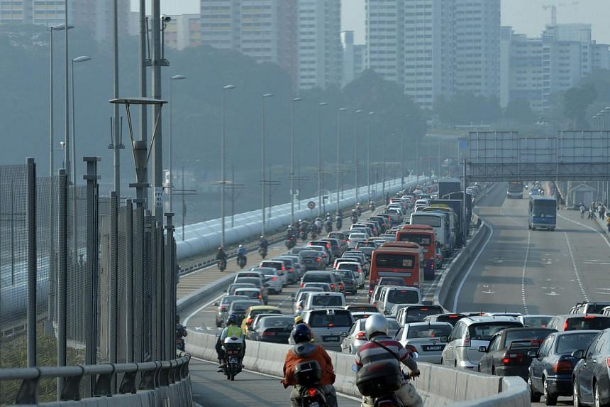 Heavy traffic on the Causeway on Oct 1 2014. The Immigration and Checkpoints Authority has warned travellers of heavy traffic at the Woodlands and Tuas checkpoints during the festive period between Dec 23, 2014 and Jan 4, 2015. -- PHOTO: ST FILE