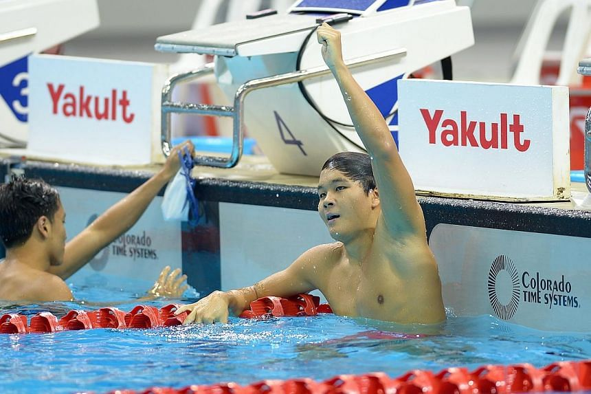 Swimmer Pang Sheng Jun posted a new meet record in the men's 400m freestyle at the Singapore National Swimming Championships on Sunday, clocking 3:58.73 to break Danny Yeo's 2010 time of 4:00.14. He also met the SEA Games requirement in the process.