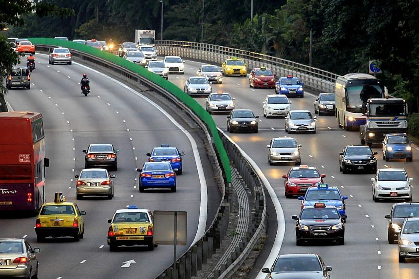Vehicles travelling along the Pan-Island Expressway (PIE). Incidents of road rage are on the decline in Singapore, according to the latest police statistics. -- ST PHOTO: CHEW SENG KIM