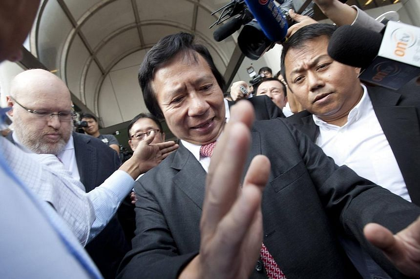 Thomas Kwok (centre), co-chairman of Hong Kong developer Sun Hung Kai Properties, leaves the Eastern Law Court in Hong Kong, in this Oct 12, 2012 file photo.Lawyers for Hong Kong property tycoon Thomas Kwok and the government's former deputy le