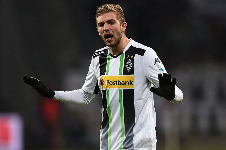 German international midfielder Christoph Kramer, currently on loan at Borussia Moenchengladbach, has signed a contract extension tying him to parent club Bayer Leverkusen until 2019, Bayer announced on Monday. -- PHOTO: AFP