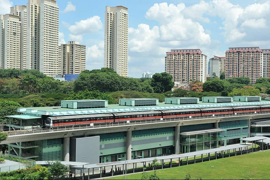 A commuter told The Straits Times that a power failure occurred at about 9am as the train was pulling out of Buona Vista station. -- PHOTO: ST FILE