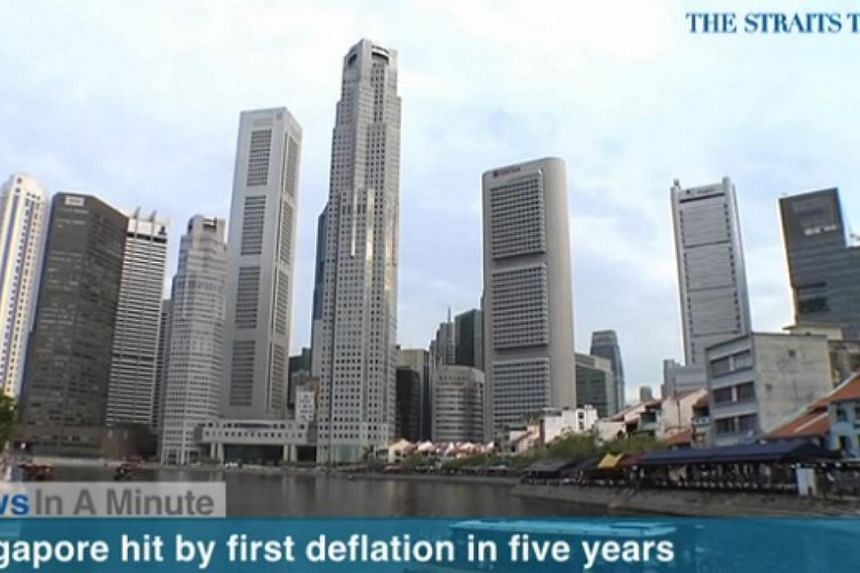 In today's News In A Minute, we look at Singapore being hit by deflation for the first time in five years due to falling global oil prices.-- PHOTO: SCREENGRAB FROM RAZORTV