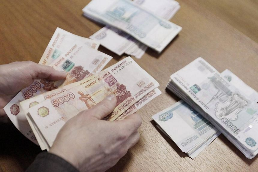 An employee of a local company, producing equipment for electrical meters, counts Russian rouble banknotes in Stavropol, southern Russia, on Dec 17, 2014.Russia's Finance Minister Anton Siluanov said on Thursday he believed a period of instabil
