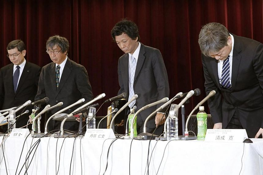 Shinichi Aizawa (second from left), head of Japan's Riken verification team on the STAP cell research, and other team members arrive at a news conference in Tokyo in this fphoto taken by Kyodo Dec 19, 2014. Japan's top research institute on Frid