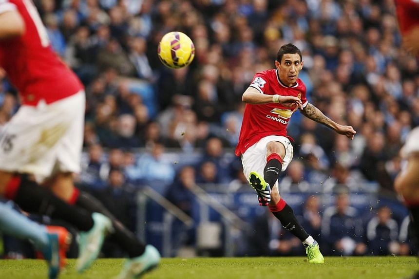Manchester United's Angel Di Maria takes a free kick during their English Premier League soccer match against Manchester City at the Etihad Stadium in Manchester, northern England Nov 2, 2014. -- PHOTO: REUTERS