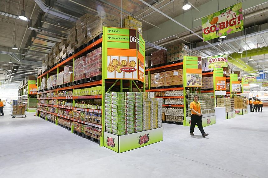Big Box megastore in Jurong East has a warehouse-like hypermart (above). -- ST PHOTO: ONG WEE JIN