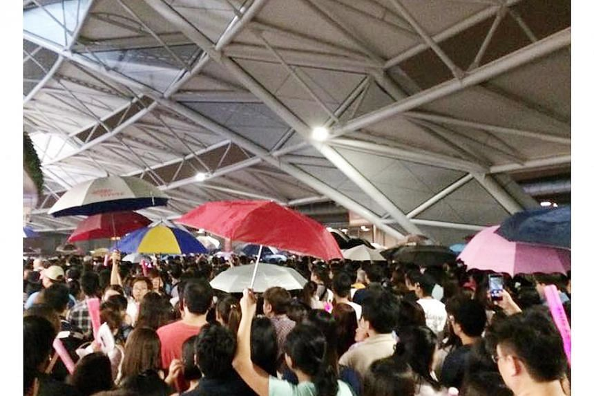 Several fans who attended the Jay Chou concert held at the Singapore Sports Hub on Dec 27, 2014, complained about a leak in the roof which was causing them to get wet. -- PHOTO: SHIN MIN