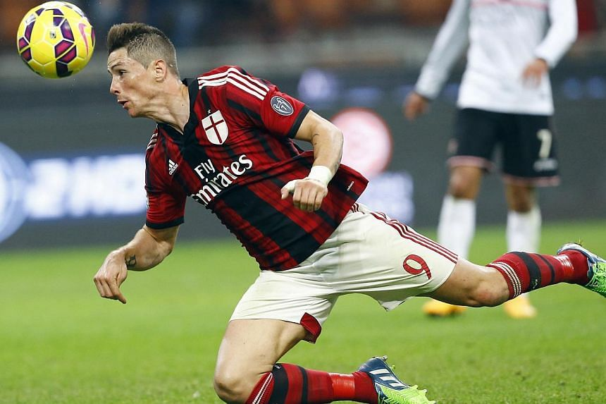 AC Milan's Fernando Torres heads the ball during their Serie A soccer match against Palermo at San Siro stadium in Milan, Nov 2, 2014. -- PHOTO: REUTERS
