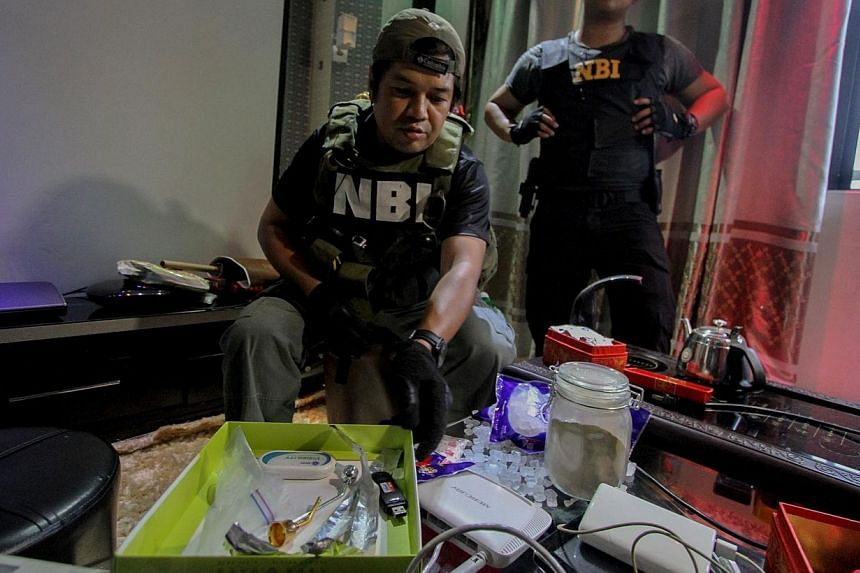 Convicts in the Philippines's main prison turned over an arsenal of firearms and improvised weapons including an Uzi machine-gun as part of a crackdown on privileged jail birds, the Justice Department said on Monday, Dec 29, 2014. -- PHOTO: AFP