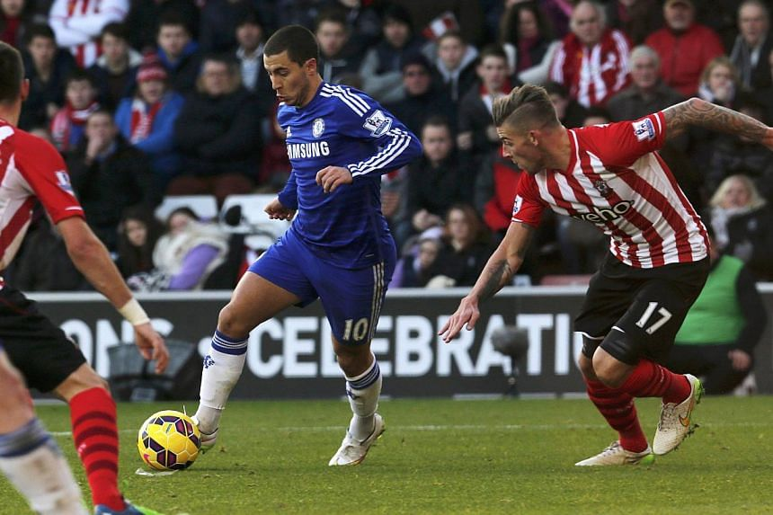 Eden Hazard of Chelsea surges past Toby Alderweireld of Southampton as he closes in on goal to score during their English Premier League soccer match at St Mary's Stadium in Southampton, southern England, on Dec 28, 2014. -- PHOTO: REUTERS