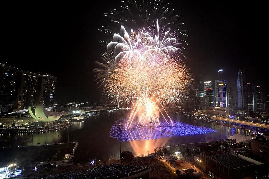 Several roads and bridges will be closed or partially closed from 6pm on New Year's Eve to 2am the following morning  to facilitate the countdown in the Marina Bay area. -- ST FILE PHOTO