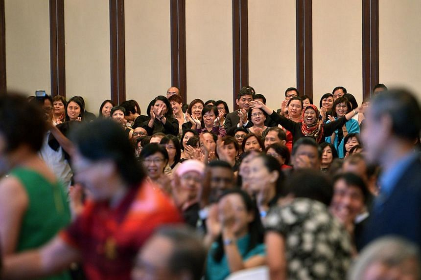 Principals at the Appointment and Appreciation Ceremony for Principals held at the Shangri-la hotel cheering for the pioneer principals on Dec 30, 2014. -- ST PHOTO: KUA CHEE SIONG