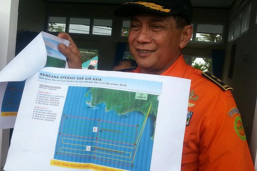 Air Vice-Marshall Sunarbowo Sandi, coordinator of the search and rescue mission for AirAsia flight QZ8501, updating reporters at Pangkalan Bun on central Kalimantan on Wesnesday. -- ST PHOTO: TEO CHENG WEE