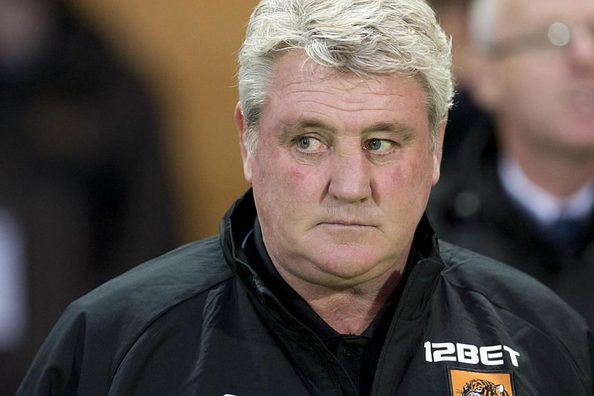 Hull City manager Steve Bruce has ruled himself out of the running to succeed Alan Pardew, who is believed to be on the verge of leaving Newcastle United. -- PHOTO: AFP