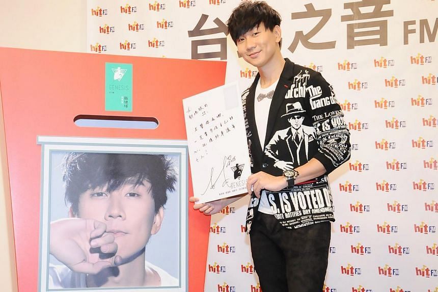 JJ Lin promoting his new album Brave New World in Taipei on Monday, Dec 29, 2014. Singer-songwriter Lin was attacked by a man during an autograph session in Taipei on Jan 1, 2015. -- PHOTO: XINHUA
