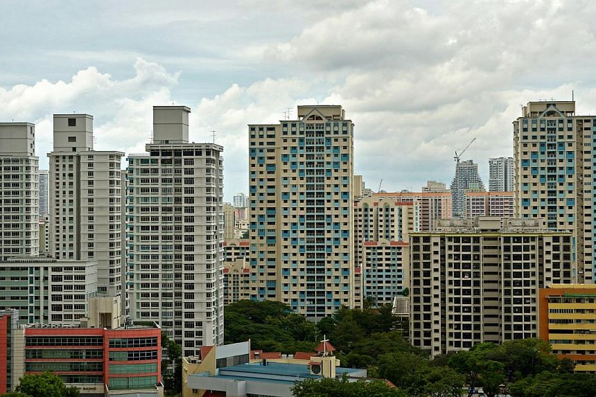 The Resale Price Index for HDB flats fell by 1.4% in the fourth quarter of 2014 from the previous quarter, according to the Housing Board's flash estimate. -- ST PHOTO: KUA CHEE SIONG