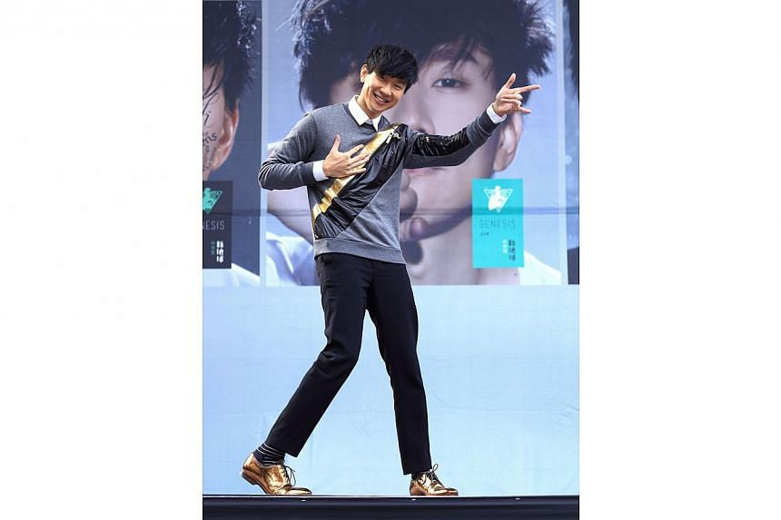 Singapore singer JJ Lin at an autograph session in Taiwan on Jan 1, 2015. -- PHOTO: WARNERMUSIC.COM