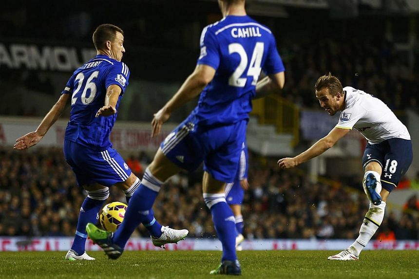 Tottenham Hotspur's Harry Kane (right) shoots to score a goal during their English Premier League soccer match against Chelsea at White Hart Lane in London Jan 1, 2015. -- PHOTO: REUTERS