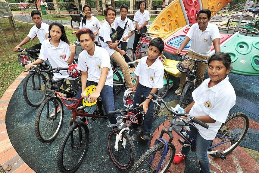 Ms Nur Elfizah Bte Rohaizat, (front row with yellow helmet) 19, one of the youth leaders in the Henderson Bikers' cycling club, with other members of the Henderson Bikers' cycling club on Jan 3, 2015. -- PHOTO: LIM YAOHUI FOR THE STRAITS TIMES