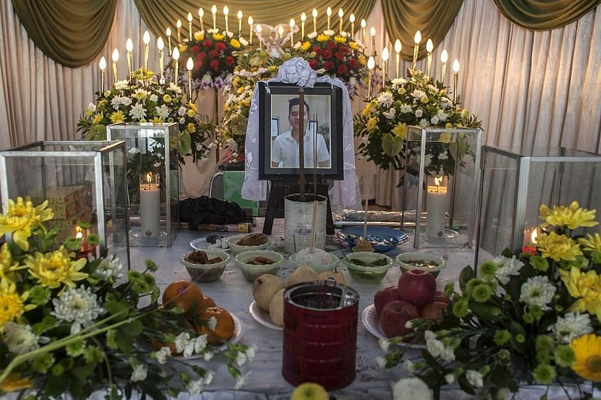 Relatives of Hendra Gunawan Sawal, a passenger of AirAsia flight QZ8501, hold a prayer ceremony for him in Surabaya on Jan 4, 2015.Indonesian Yunita Syawal first feared that her brother was on AirAsia Flight 8501 when she was sent a selfie of h