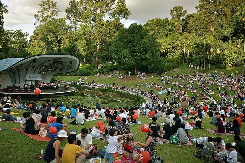 Concert-goers enjoying themselves at the percussion concert held at the Shaw Foundation Symphony Stage at the Singapore Botanic Gardens on Jan 4, 2015. -- ST PHOTO:KUA CHEE SIONG