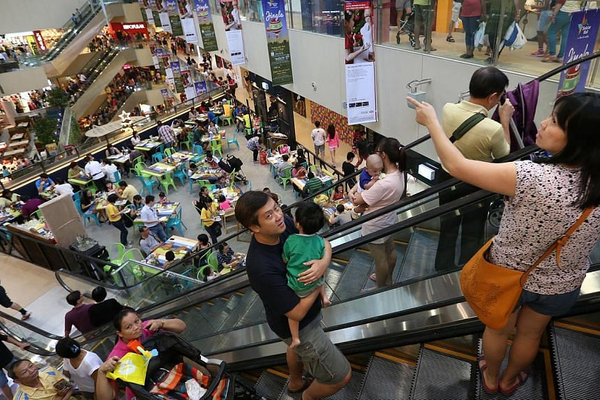 The weekend crowd at Seletar Mall which opened on Nov 28, 2014. Singapore retail sales numbers for Nov 2014 will be released this week. -- ST PHOTO: NEO XIAOBIN