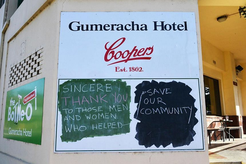 Messages written in support of fire services battling a bushfire are seen in Gumeracha in the Adelaide Hills on Jan 5, 2015. -- PHOTO: AFP