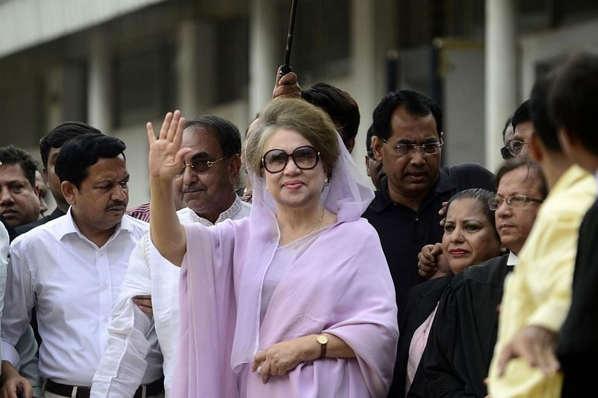Former Bangladeshi prime minister and Bangladesh Nationalist Party (BNP) leader, Khaleda Zia (centre) waves as she arrives for a court appearance in Dhaka on Nov 9, 2014. A Bangladesh court on Wednesday banned local media from reporting speeches