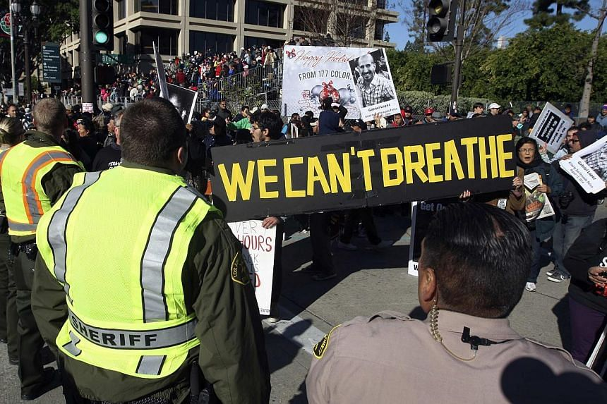 Protesters demonstrating against what they said was police abuse facing Los Angeles County Sheriff's deputies near the parade route of the 126th Rose Parade in Pasadena, California, on Jan 1, 2015. -- PHOTO: REUTERS