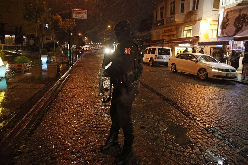 A police officer stands guard at the scene of a bomb blast in Istanbul Jan 6, 2015.An outlawed Turkish Marxist group on Wednesday claimed a strike by a female suicide bomber in the heart of Istanbul's tourist district, raising fears of a wave o