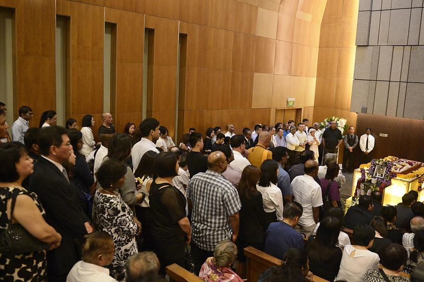 The crowd of people paying their respects to the late Subhas Anandan during his funeral held at Mandai Crematorium on 8 Jan, 2015.-- ST PHOTO:MARK CHEONG