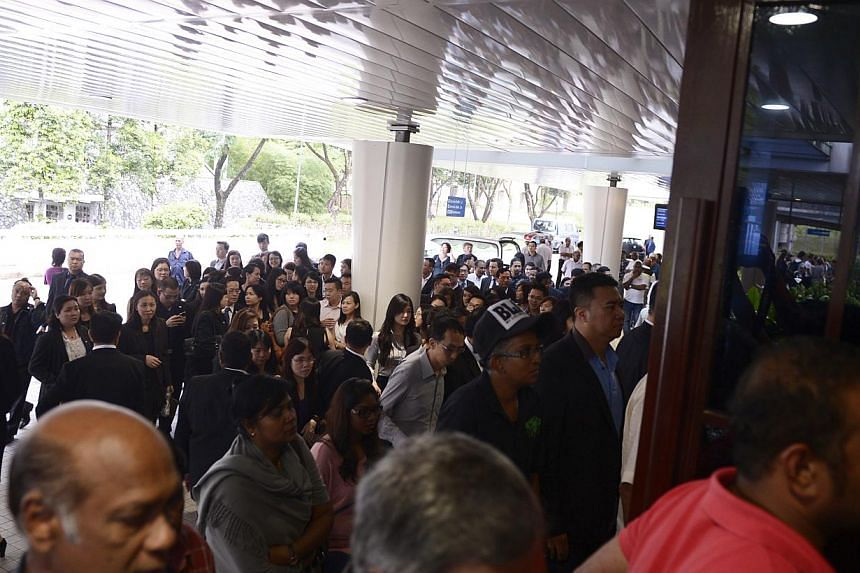 People streaming in to pay their respects to the late Subhas Anandan during his funeral held at Mandai Crematorium on 8 Jan, 2015. -- ST PHOTO: MARK CHEONG