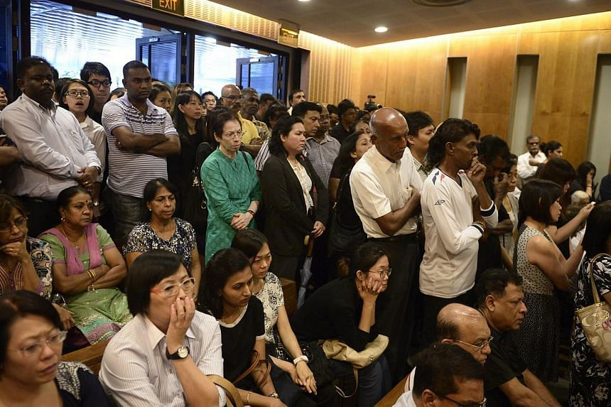 Part of the crowd of people who came to pay their respects to the late Subhas Anandan during his funeral held at Mandai Crematorium on 8 Jan, 2015. -- ST PHOTO: MARK CHEONG