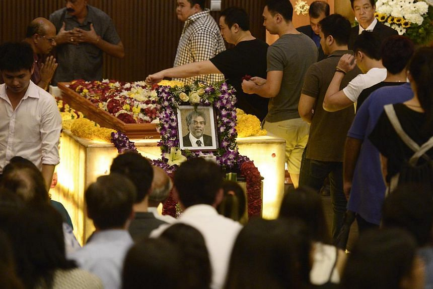 People paying their respects to the late Subhas Anandan during his funeral held at Mandai Crematorium on 8 Jan, 2015. -- ST PHOTO: MARK CHEONG