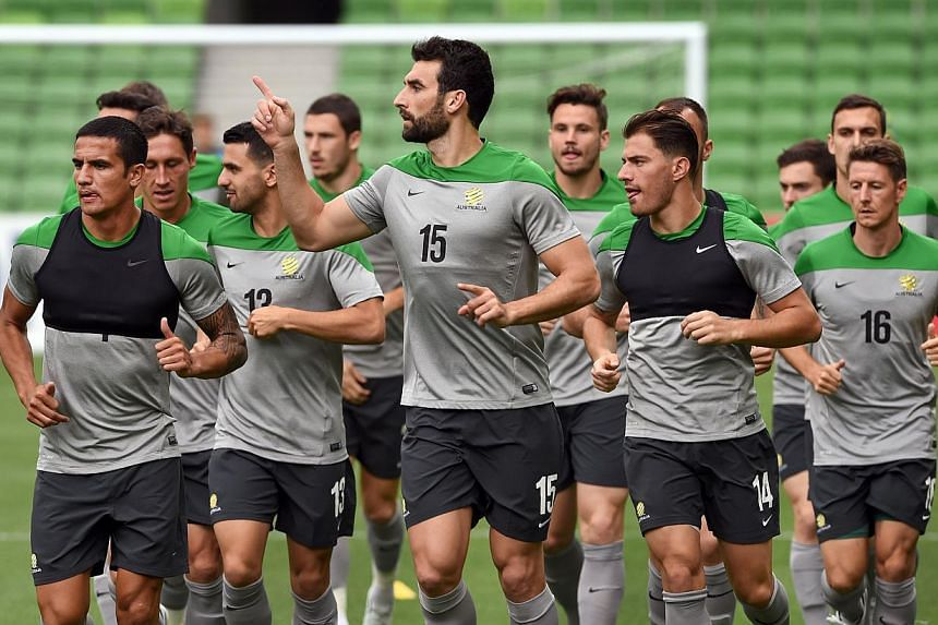 Australian football captain Mile Jedinak (center, #15) leads the team's final training session ahead of the Asian Cup in Melbourne on Jan 8, 2015. -- PHOTO: AFP