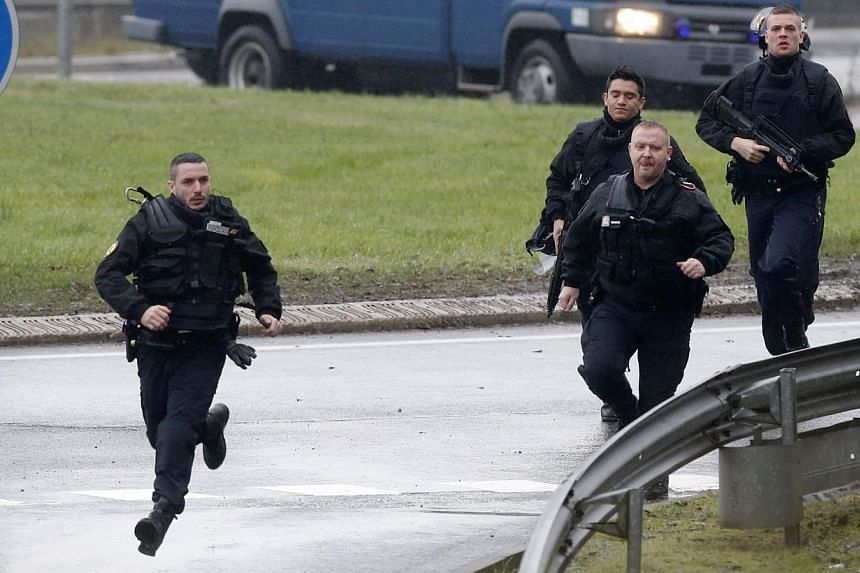 Members of the French gendarmerie intervention forces arrive at the scene of a hostage taking at an industrial zone in Dammartin-en-Goele, northeast of Paris on Jan 9, 2015. -- PHOTO: REUTERS